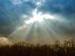 Sunlight_thru_clouds